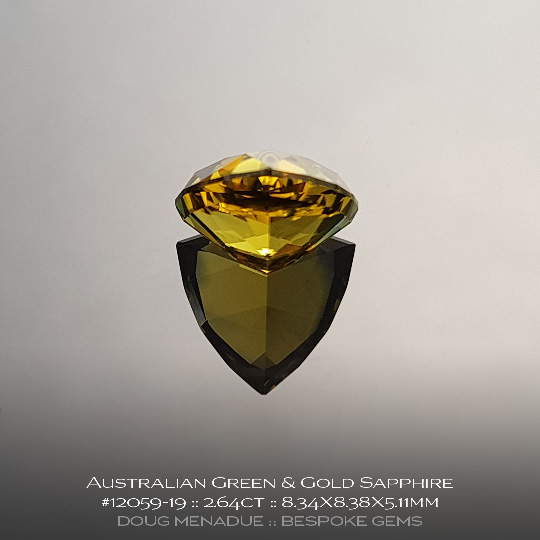 #12059-19, Australian Sapphire, Trillion, 2.64 Carats, 8.34X8.38X5.11mm, Green and Gold Parti - A beautiful natural Australian Sapphire from the gemfields around Rubyvale, Central Queensland, Australia - Doug Menadue :: Bespoke Gems :: WWW.BESPOKE-GEMS.COM - Finest Quality Precision Custom Gemcutting and Lapidary Services Based In Sydney Australia