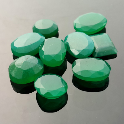 Green Chrome Bearing Chalcedony - Doug Menadue :: Bespoke Gems